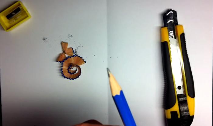 鉛筆の先端を尖らせる